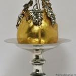 Quince; saliera in argento sbalzato, cesellato, parzialmente dorato; sotto alla mela cotogna c'è il contenitore per il sale