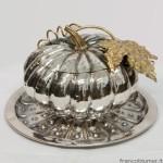 Zucca; zuccheriera in argento sbalzato e cesellato, foglia, picciuolo e internamente dorati