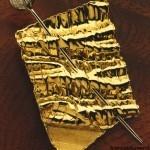 Sonny Rollins - Spilla in oro inciso e cesellato, con brillanti