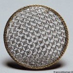 brooch: white and yellow gold engraved with diamond