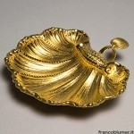 Conchiglia battesimale in lamina d'argento sbalzata, cesellata e dorata