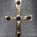 croce in oro giallo con pietre preziose