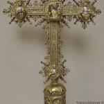 il verso della croce in argento parzialmente dorato dopo il restauro
