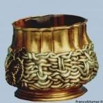 Nassa, scatola in argento sbazato cesellato e dorato