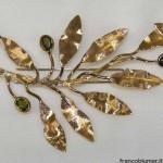 Ramo olivo - Spilla in oro inciso, con smeraldi
