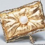 Spilla cuscino con perla