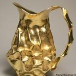 """""""Straccio"""" brocca in lamina d'argento modellata a martello, cesellata e dorata"""