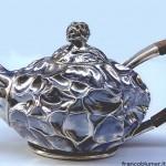 Straccio teiera lamina d'argento modellata a martello e cesellata