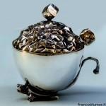 Tartaruga, zuccheriera in argento sbalzato e cesellato