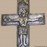 Croce san Procolo in argento cesellato, in varie dimensioni: episcopale cm 9x8, cm 4,3 x 3,3, da bavero cm 2,3x2